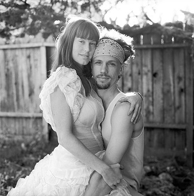 Young couple - p523m893615 by Lisa Kimmell