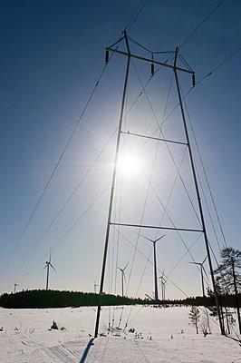 Windkraftanlagen und Hochspannungsleitung - p1079m1042405 von Ulrich Mertens