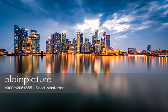 Singapore, Financial district, High rise buildings in the evening - p300m2081355 by Scott Masterton
