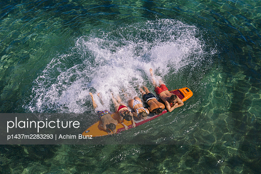 Splashing about on the surfboard - p1437m2283293 by Achim Bunz