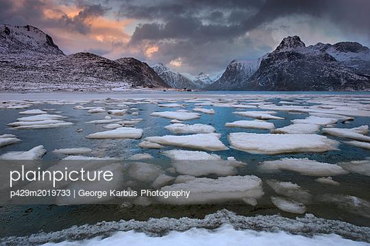 p429m2019733 von George Karbus Photography