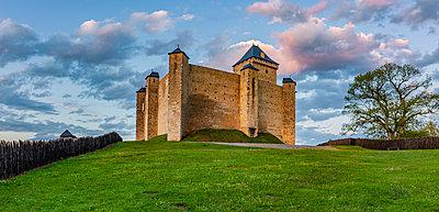 Mittellaterliche Burg Mauvezin - p248m2107555 von BY