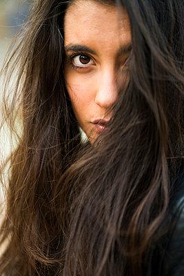 Young woman in Valencia, Spain - p300m1355933 von Kike Arnaiz