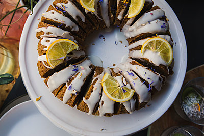 Cake with sugar icing - p1150m2071177 by Elise Ortiou Campion