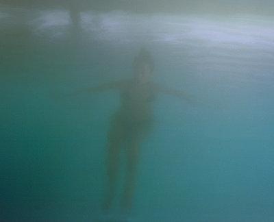 Frau unter Wasser - p1083m2184390 von Alain Greloud