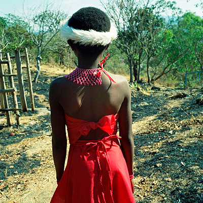 Girl at the ceremony of the Ngoni - p1160m951384 by Emilie Reynaud