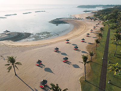 Indonesia, Bali, Aerial view of Nusa Dua beach in the morning - p300m2029815 von Konstantin Trubavin