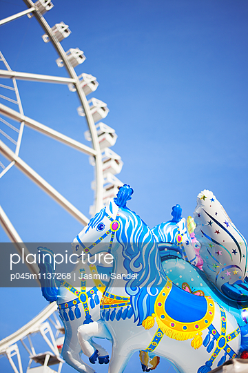 Jahrmarkt-Romantik - p045m1137268 von Jasmin Sander