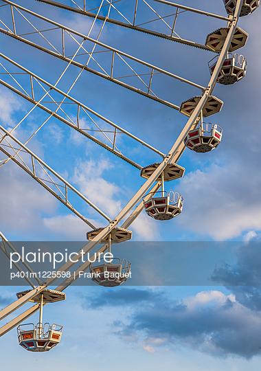 Ferris wheel - p401m1225598 by Frank Baquet