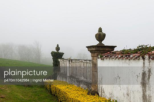 Friedhofsmauer - p470m1042984 von Ingrid Michel