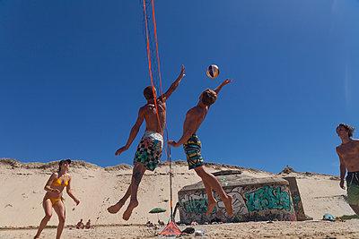 Beachvolleball - p046m1201826 von Hexx