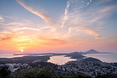 Croatia, Istria, Losinj, Mali Losinj at sunsrise - p300m2012563 by Hans Mitterer