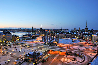 Aerial view of city at dusk - p5756926 by Stefan Ortenblad