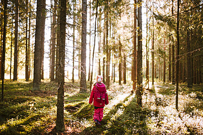Girl standing in forest - p312m2190378 by Matilda Holmqvist