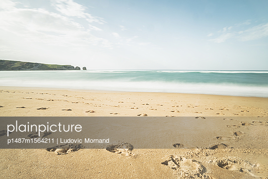 Footsteps on the beach - p1487m1564211 by Ludovic Mornand