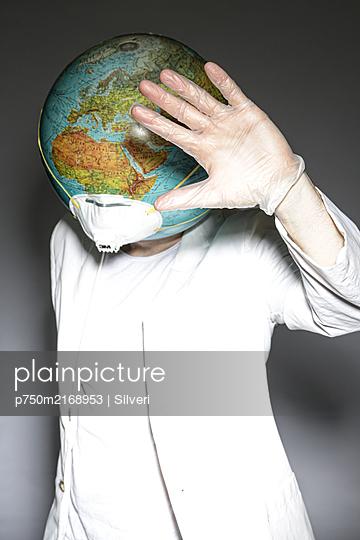 Pandemie - p750m2168953 von Silveri