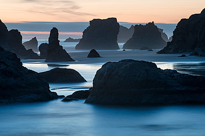 Scenic view of Bandon Beach during sunrise - p1166m1489325 by Cavan Images