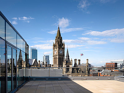 Office terrace and city skyline, Manchester. - p8552405 by Daniel Hopkinson