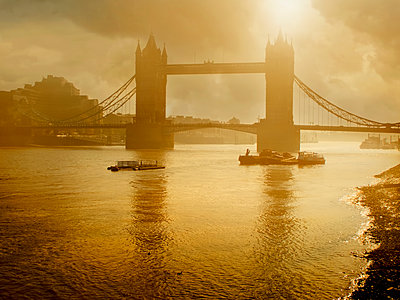 Silhouette of Tower Bridge, London, England - p555m1454188 by Chris Clor