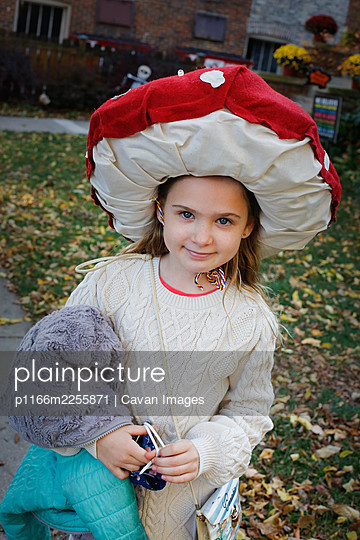 A girl dressed up as a mushroom for Halloween - p1166m2255871 by Cavan Images