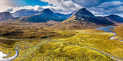 United Kingdom, Scotland, Northwest Highlands, Isle of Skye, Panoramic view of Loch Slapin - p300m1579390 von Stefan Schurr