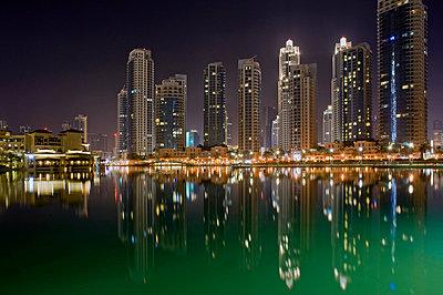 Dubai at night - p589m815059 by Thierry Beauvir
