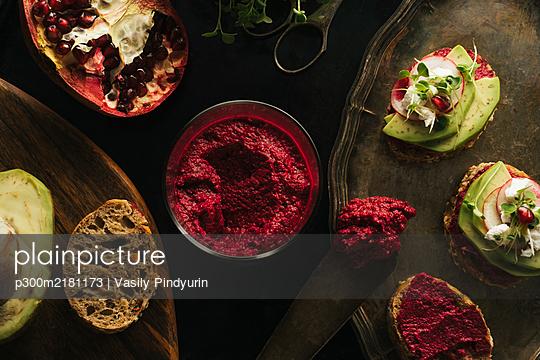 Vegan sandwiches with hummus, microgreens, avocado, radish,pomegranate seeds and beetroot - p300m2181173 by Vasily Pindyurin