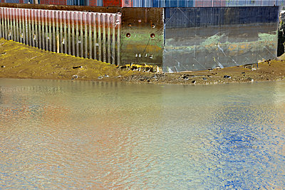 Quayside at low tide - brown - p1048m1497692 by Mark Wagner