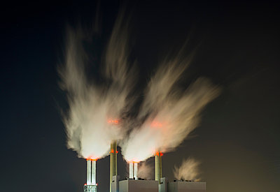 Coal fired power station at night - p429m1206830 by Mischa Keijser