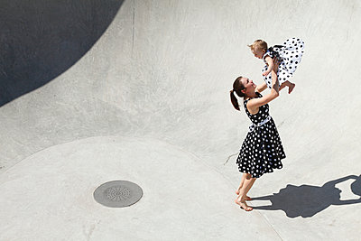 Mother and daughter - p981m931159 by Franke + Mans