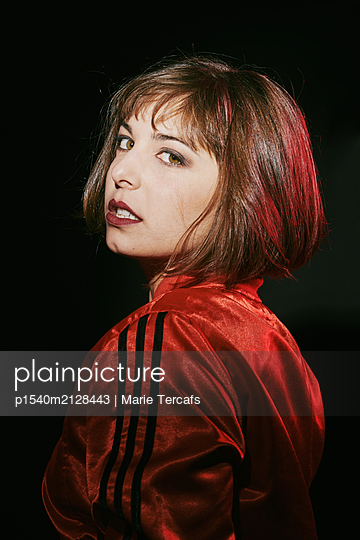 Woman with brown hair wearing a red jacket  - p1540m2128443 by Marie Tercafs