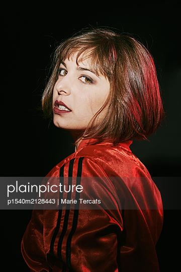 Coole Frau - p1540m2128443 von Marie Tercafs