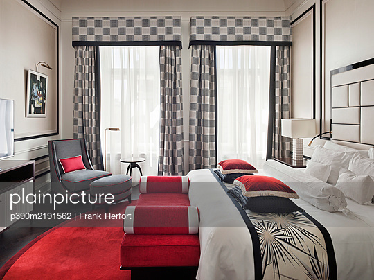 Russia, St. Petersburg, Belmond Grand Hotel Europe, Luxurious five star hotel room - p390m2191562 by Frank Herfort