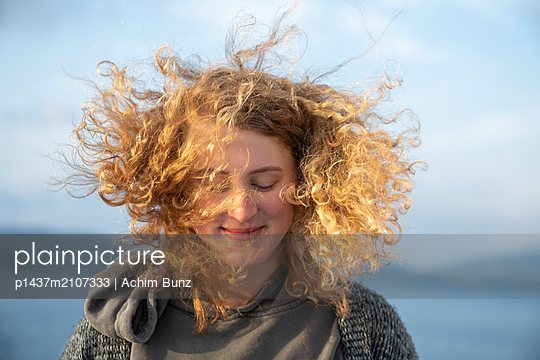 Windy - p1437m2107333 by Achim Bunz