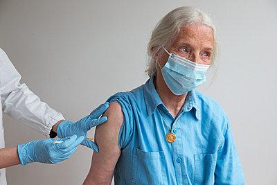 Vaccination - p1231m2260634 by Iris Loonen