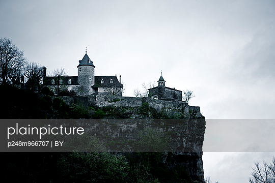 Haunted house - p248m966707 by BY