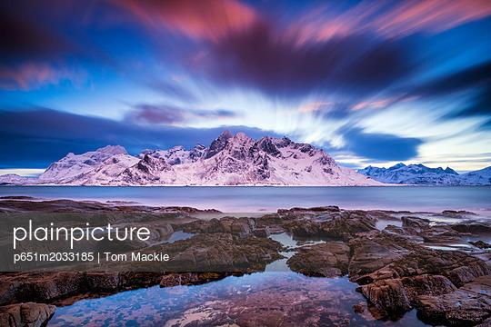 p651m2033185 von Tom Mackie