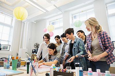 Women taking art class in studio - p1192m2066756 by Hero Images