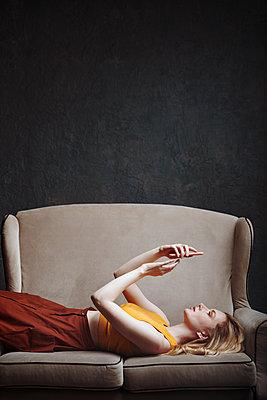 Frau auf einem Zweisitzer - p1577m2289507 von zhenikeyev