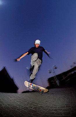Die Nacht gehört den Skatern - p2200100 von Kai Jabs