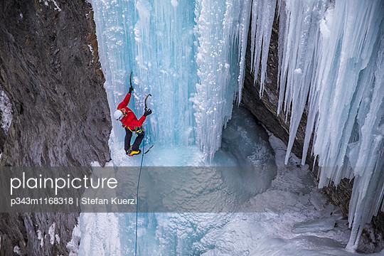 p343m1168318 von Stefan Kuerzi