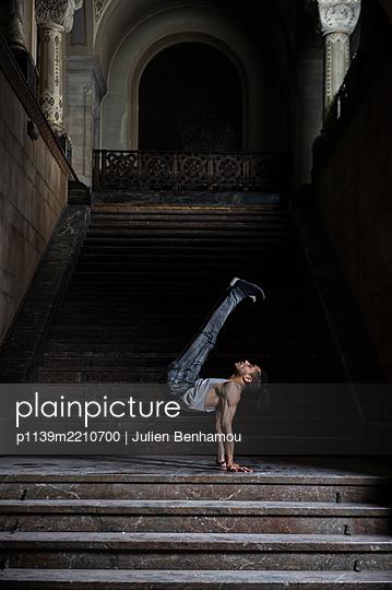 Acrobat - p1139m2210700 by Julien Benhamou