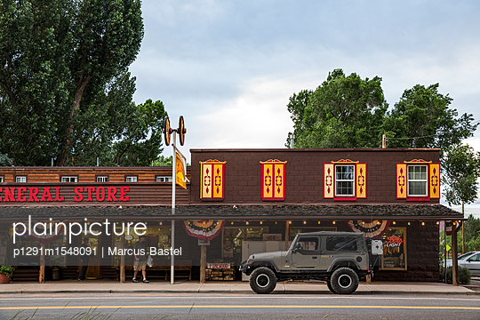 General Store and Jeep Rubicon - p1291m1548091 by Marcus Bastel