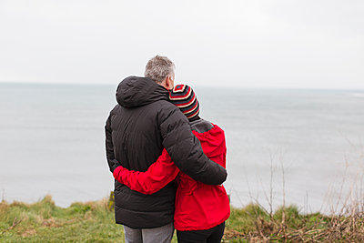 Affectionate, serene couple enjoying ocean view - p1023m2024321 by Sam Edwards