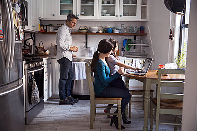 Happy family in kitchen at home - p1166m1211412 by Cavan Images