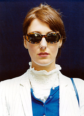 Fashionable woman with sunglasses - p1205m1019746 by Annet van der Voort