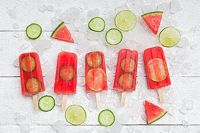 Homemade watermelon cucumber ice lollies on white ground - p300m2080305 by Gaby Wojciech