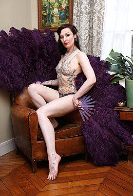 Burlesque - p964m1042700 by Sandrine Elberg