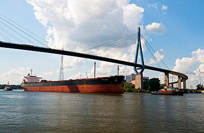 Köhlbrandbrücke - p324m1026488 von Bildagentur Hamburg