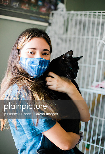 Evacuation and Cat Reunion with Teen - Prepare to Evacuate with a Pet - p1166m2207885 by Cavan Images